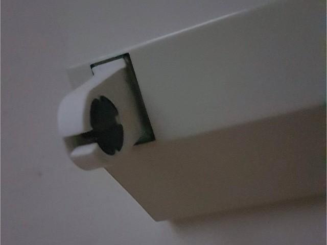 新式的燈座是可以先卡上去再旋轉的