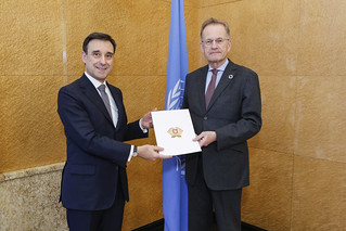 NEW PERMANENT REPRESENTATIVE OF PORTUGAL PRESENTS CREDENTIALS TO THE DIRECTOR-GENERAL OF THE UNITED NATIONS OFFICE AT GENEVA