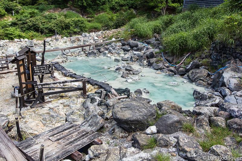 Estanque de agua termal no apta para el baño