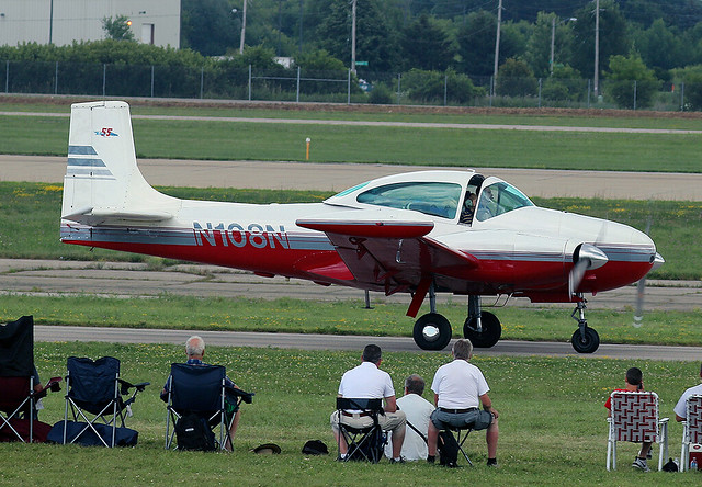 Temco Twin Navion D16A, Canon EOS REBEL T6S, Canon EF100-400mm f/4.5-5.6L IS II USM