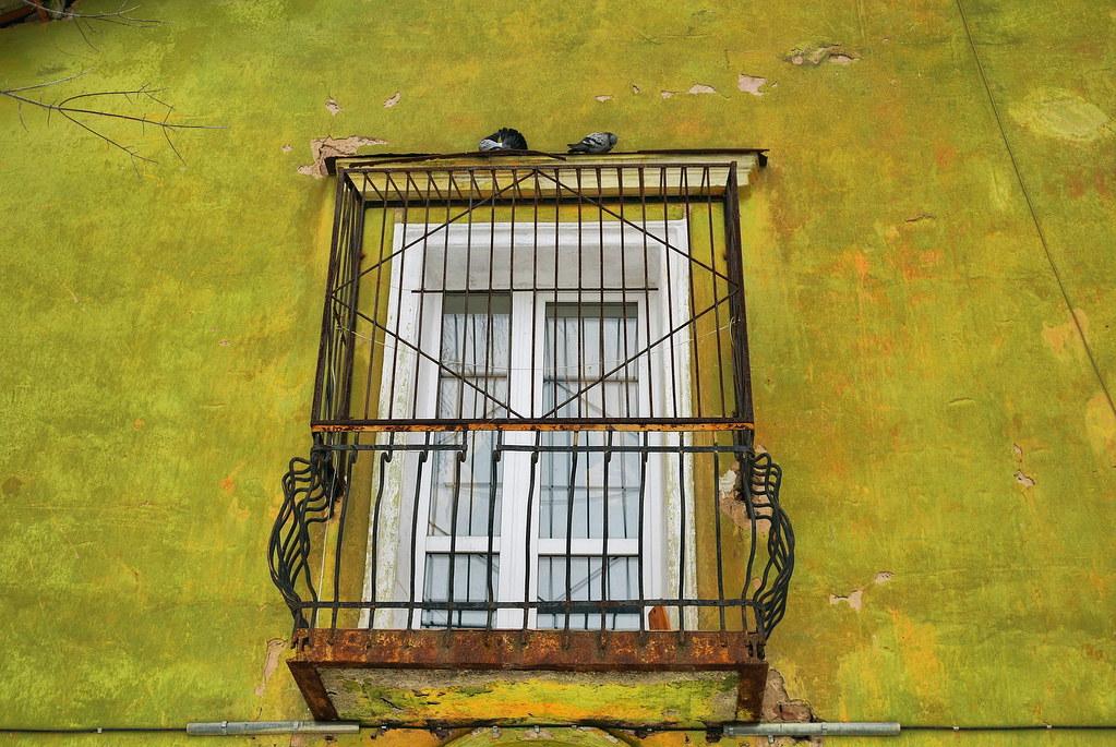 Балкон и голуби