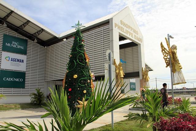 Em clima natalino, lojistas das galerias populares e shopping Phelippe Daou se preparam para vendas