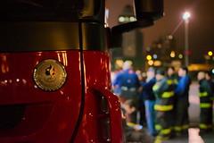 (B) Varias bomberos