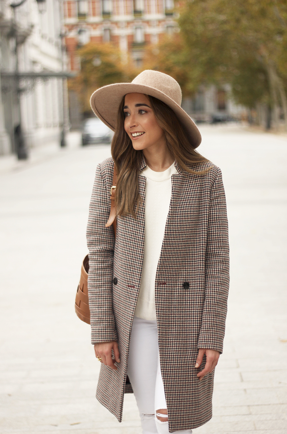 houndstooth coat beige coat white jeans converse street style fall outfit 20186652