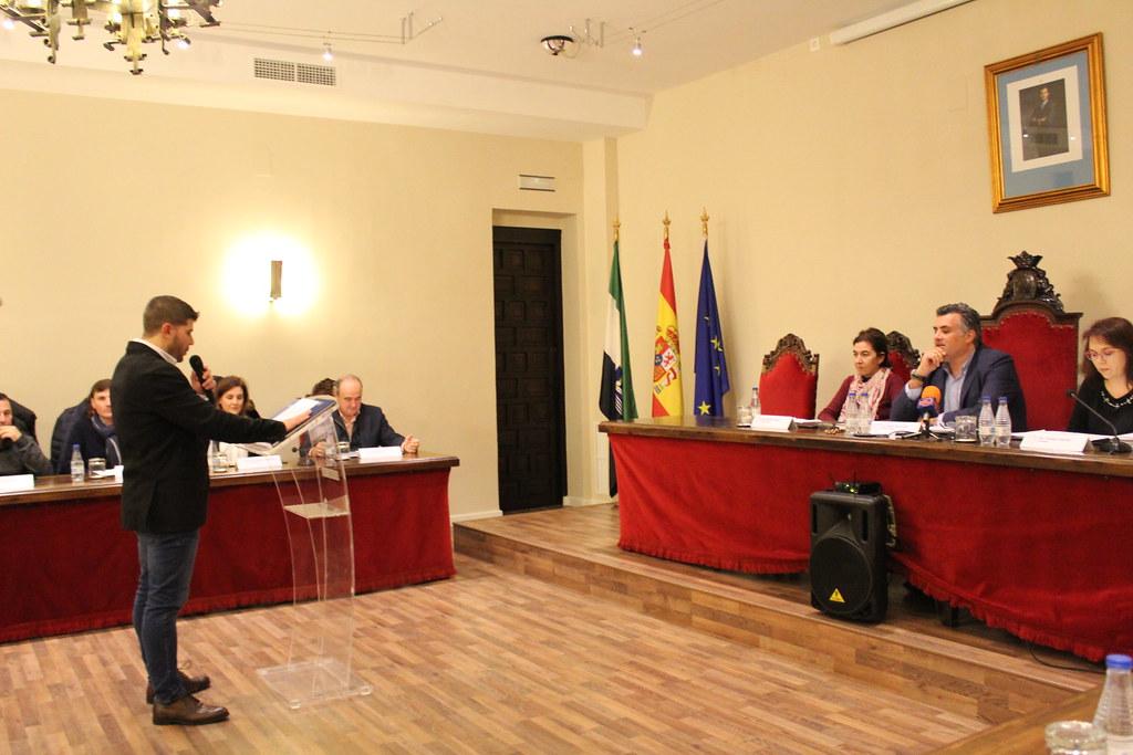 Jesús Santos Pizarro toma posesión de su acta de concejal en el Ayuntamiento de Coria
