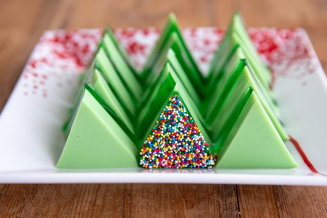 018-2018_12_Jello-Christmas-Trees