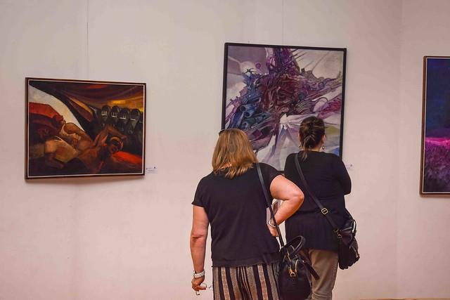 Exposición Humanos, color y cosmos