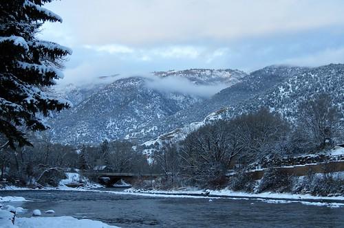 veltus kiwanis park roaringfork river snow mountains christmas eve glenwoodsprings colorado winter sunset clouds trees bridge