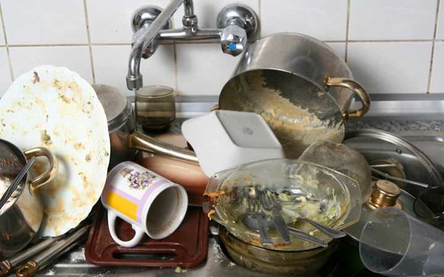 4833 8 Ways Saudi Husbands create a mess instead of helping out 06