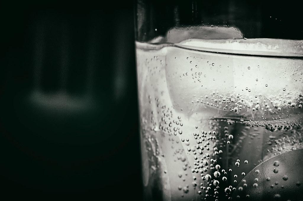 sparkling club soda water