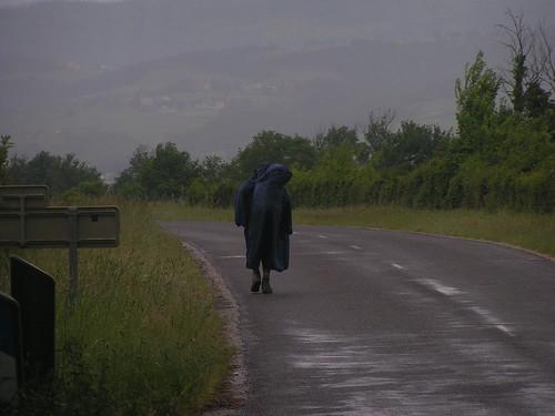 20080515 23298 0905 Jakobus Straße Regen Pilger Mari