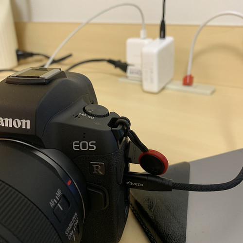 EOS R with USB-C Charge_02