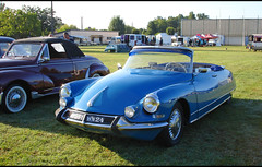 Citroen DS cabriolet - Photo of Saint-Rémy