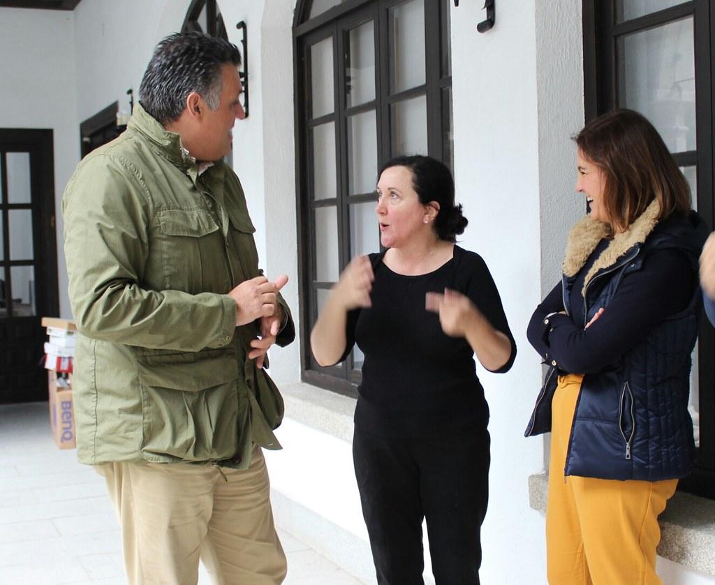 """La Exposición de pintura  """"Paisajes de Agua"""" de la artista Mar Sueiras se podrá visitar estos días en el claustro del ayuntamiento"""