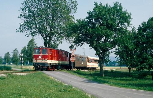 öBB 2095.013 mit R6855 bei Hörgstberg, hinter Mank, 22.6.1993
