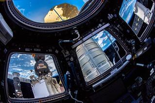 Four different spaceships |  Vier verschiedene Raumschiffe