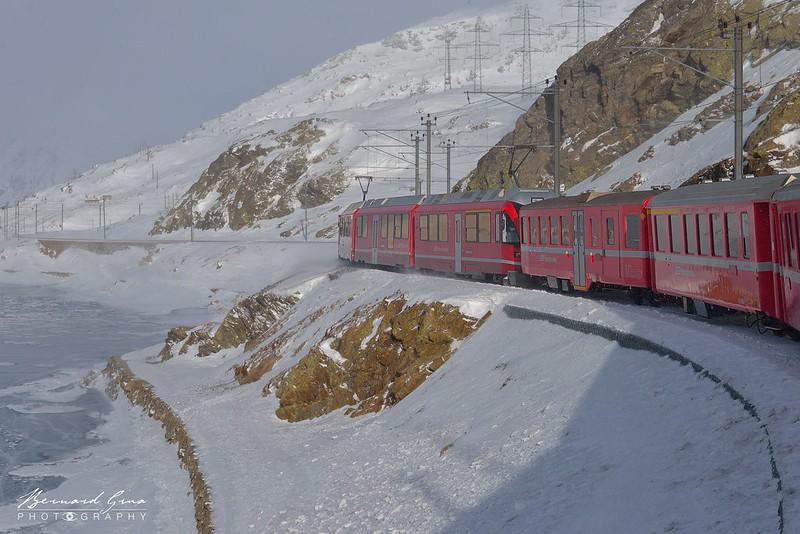 Le Lac Blanc entre l'Alp Grüm et Ospizia Bernina, Bernina Express -  Voyage Bernard Grua - Rhätische Bahn, Chemins de fer rhétiques