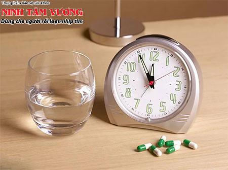 Uống thuốc đúng giờ, mang thuốc bên mình khi đi du lịch, đi xa trong dịp Tết