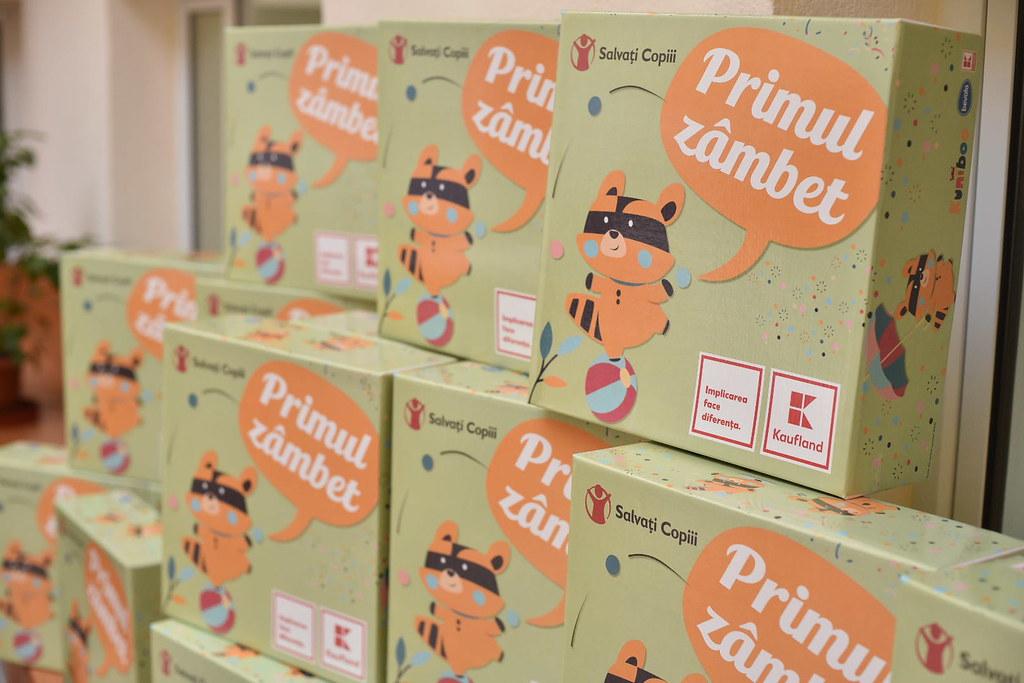 Cutii Primul Zambet care pleaca in maternitatile din Romania