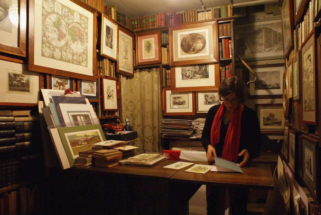 A l'intérieur de la Librairie de livres anciens Dallai à Gênes