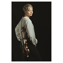 With strings attached . #xt3 #fujixt3 #fujifeed #fujifilm #fujilove #fujifilmfrance #myfujilove #fujifilm_xseries #fujifilmnordic #fujifilmme #fujifilm_uk #fujixfam #twitter #geoffroyschied #35mmofmusic @verenamariafitz #munich #portrait #musician #violin