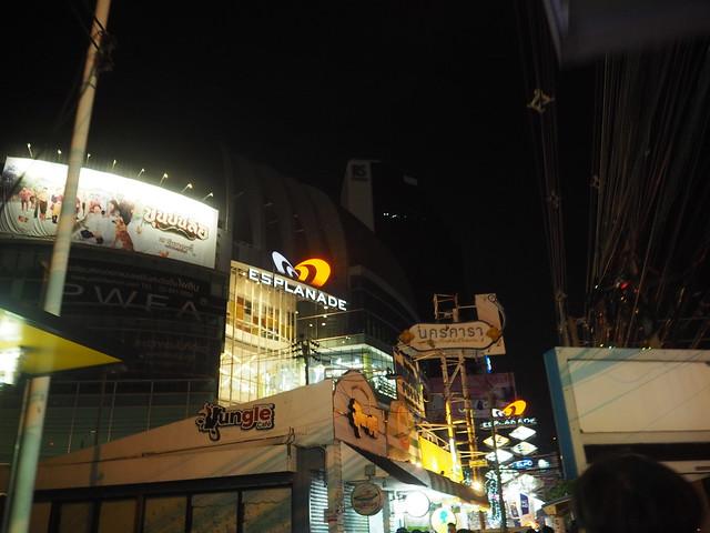P1010466 ตลาดนัดรถไฟรัชดา タラートロットファイラチャダー ナイトマーケット bangkok thailand nightmarket バンコク ひめごと