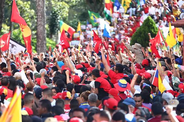 Venezuela: a democracia sob balas de canhão