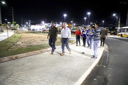 06.11.2018 Prefeito Arthur Virgílio Neto acompanha as obras de recuperação da bola do produtor na zona leste.