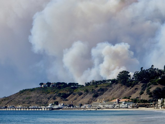 malibu pier as the fire grows