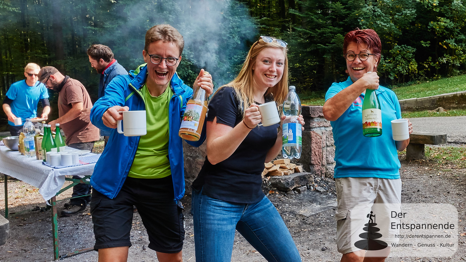 Outdoor-Cooking an der Hirschwinkelhütte: Claudia Herr, Julia Strickfaden, Anita D. Becker