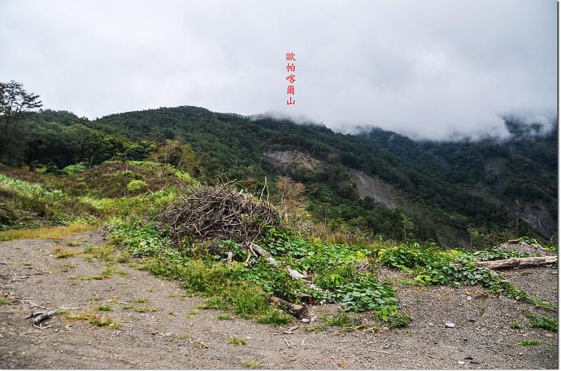 歐帕喀爾山土產道行車終點東北望歐帕喀爾山 1-1