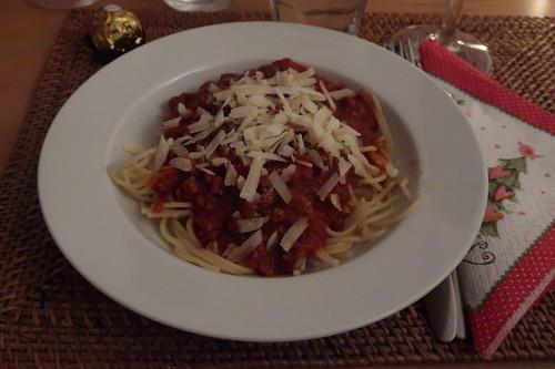 Spaghetti mit Gehacktessoße und Parmesan