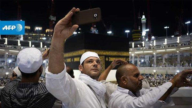 1739 Is taking selfies while performing Umrah a reasonable act 01