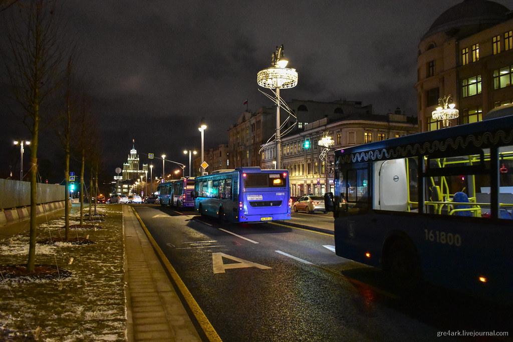 Автобусы из пробок вывели, а людей из подземелья – нет