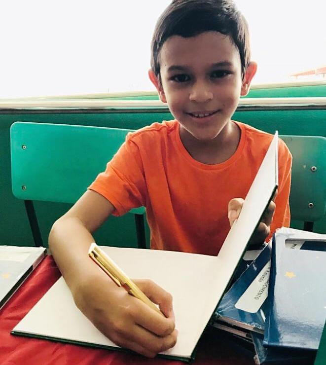 Garoto de 9 anos lança livro sobre dinossauro; em 2019, lançará outra ficção, Vinicius Pereira