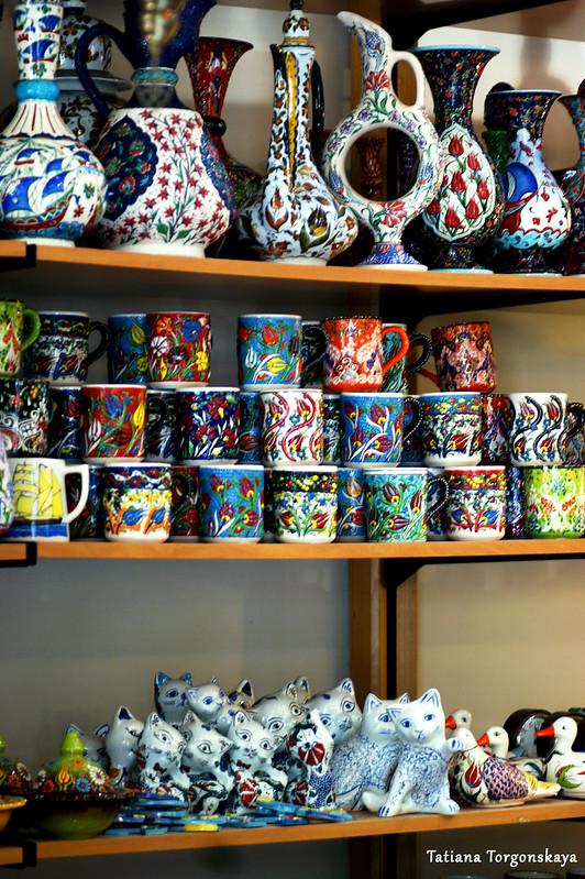 Керамика в которской сувенирной лавке