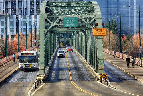 ian sane images trainingbus trimet bus hawthorne bridge three lanes willamette river southeast portland oregon perspective fall autumn colors skyline buildings landscape urban photography canon eos 5ds r camera ef100400mm f4556l is usm lens