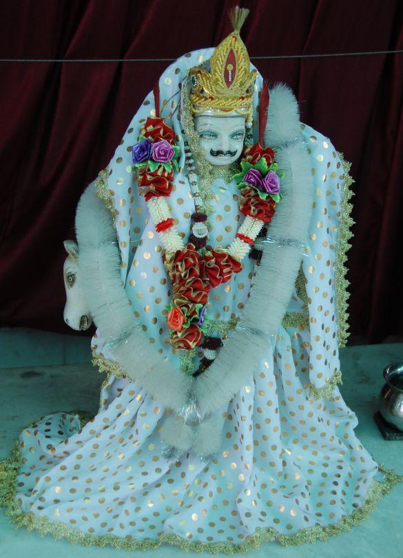 DSC_9975IndiaAmritsarShreeDurgianaTempleAangekleed