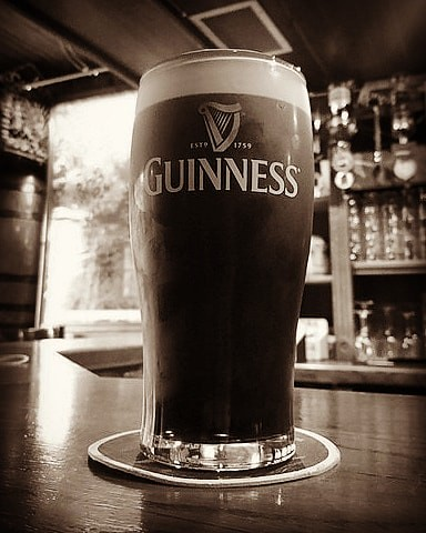 A perfect #pint of #Guinness at a beautiful little bar called 'Cois na hAbhna' (aka Spud's Place) in #Mountshannon, County Clare; #insta_bw #monochrome #bw #blackandwhite #blackandwhitephotography #bnw #bnw_captures #bnwlas #world_bnw #instablackandwhite