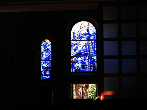 20080830 28578 Jakobus Montbrison Kloster Fenster Baum blau_01a