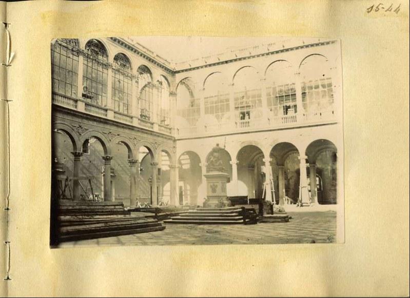Patio del Alcázar. Álbum con fotografías de Toledo hacia 1890. Fototeca del Museo del Ejército, signatura MUE 120476
