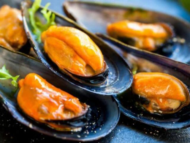 cozze crude alla salmonella
