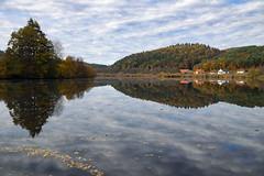 Reflets d'automne sur l'étang de Baerenthal - Photo of Lichtenberg