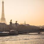 ภาพของ Pont Alexandre III. seine sunset seinesunset paris parissunset eiffeltower eiffeltowersunset peaceful scenic iconic famous pontalexandreiii orange light