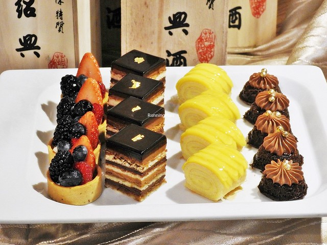 Assorted Cakes & Tarts