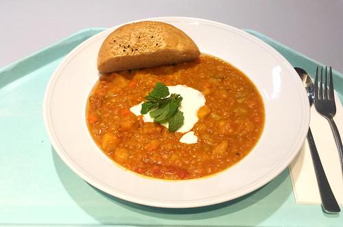 Turkish lentil stew with pita / Türkischer Linseneintopf mit Fladenbrot