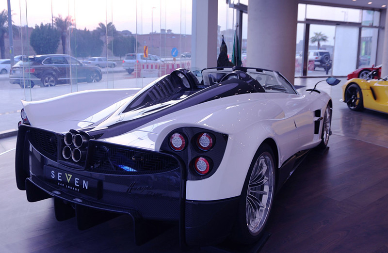 aea3999e-pagani-huayra-roadster-for-sale-8