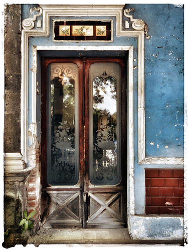 Glass double doors in San Angel, a suburb of Mexico City, run through the photo app Snapseed