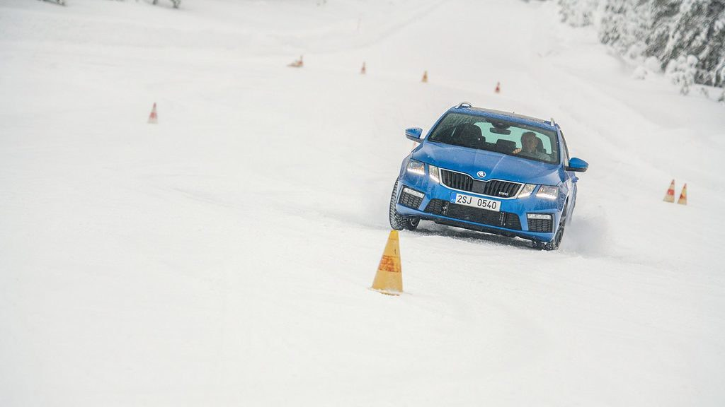 All-wheel-drive_snow-header.JPG-1920x1280