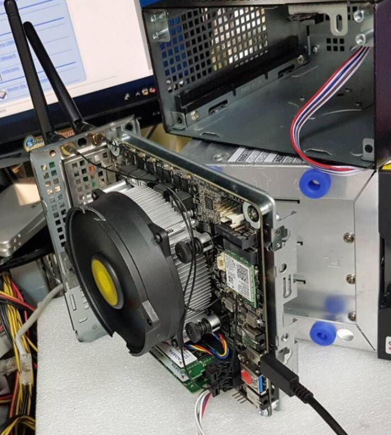 L'ASRock Deskmini A300 marie le Mini STX et les puces AMD Ryzen -